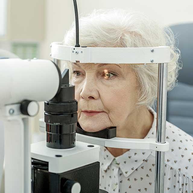 senior-woman-eye-exam_640