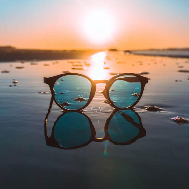 glasses sunset shore 640