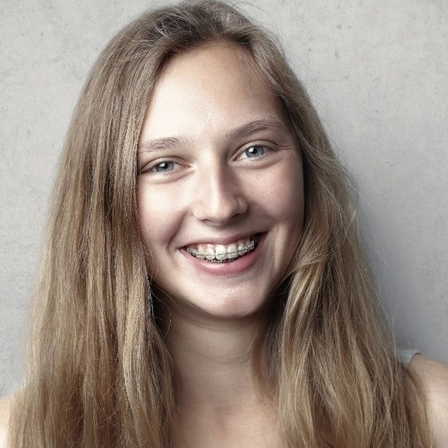 blond girl smiling 640