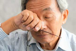 Dry Eye Asian Man 640×350.jpg
