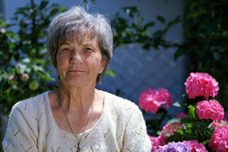 Elderly Woman Pink Flowers 1280×853 1024×682