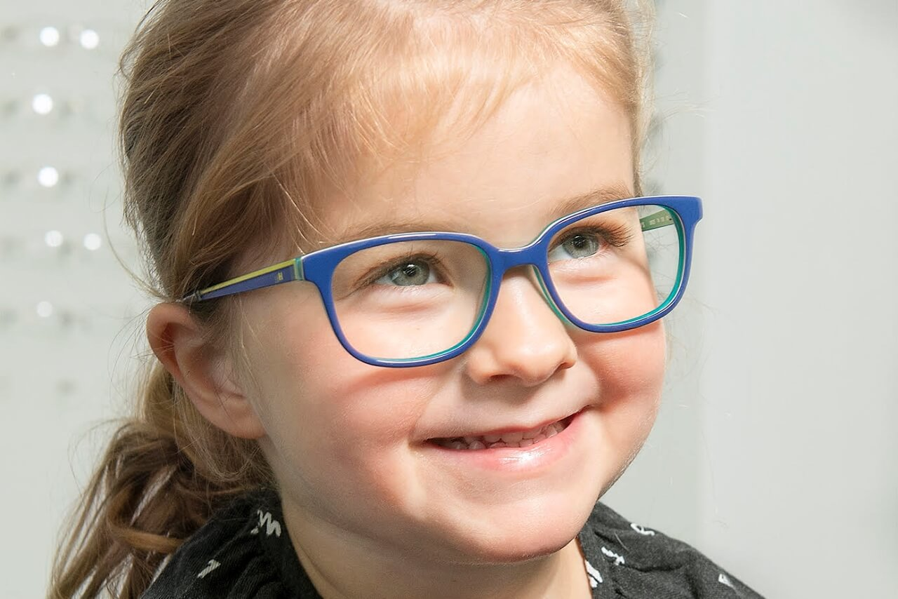 Preschool child needs his eyesight tested