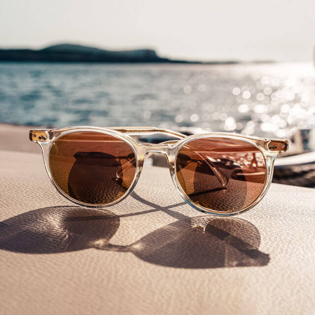 sunglasses-sea_640-640x640