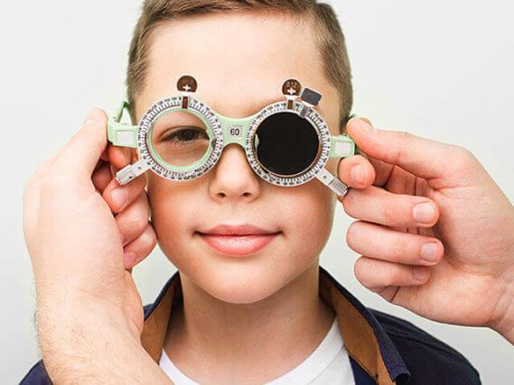 optometrist putting on the boy b_640 640x480 1 569x427