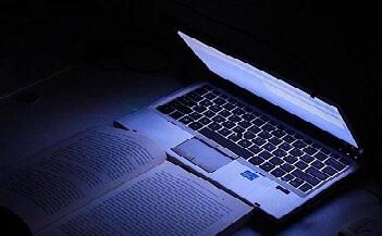 blue light computer 640.jpg