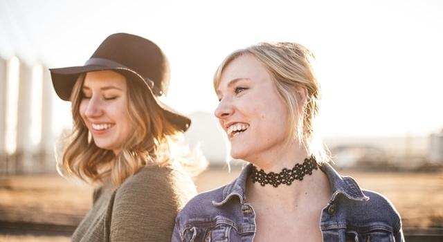 two women smiling 640