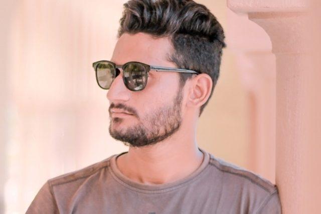 stylish young man sunglasses 640x427