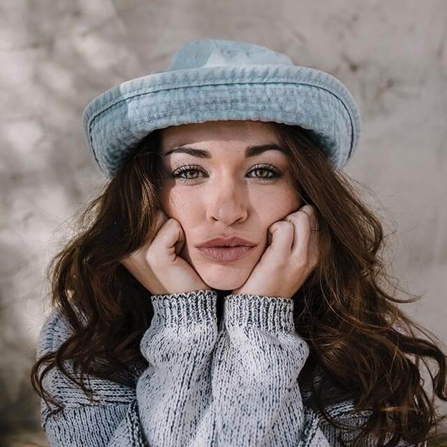 woman-cute-blue-hat_640px