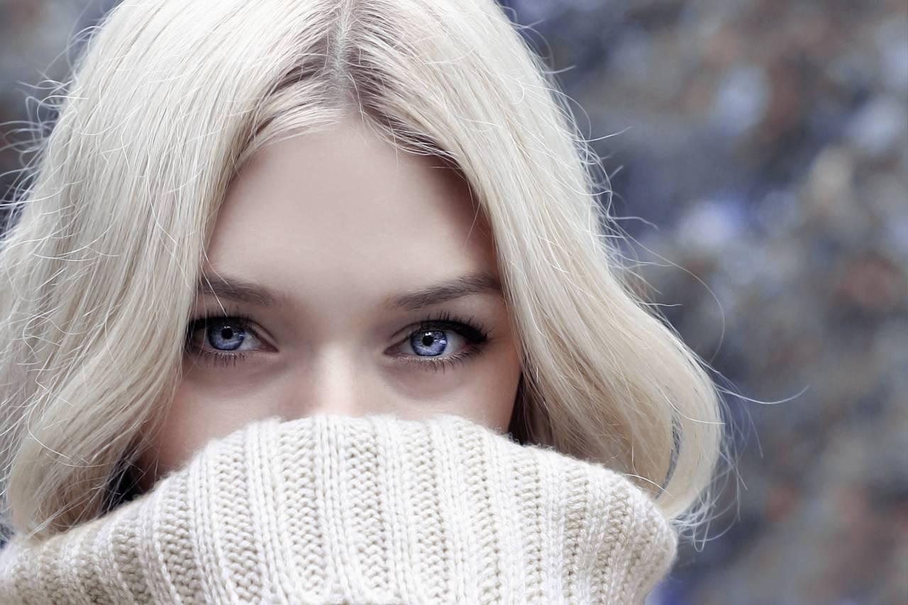 Woman Pretty Eyes Sweater 1280×853.jpg