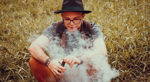 vaping-e-cigarette-640