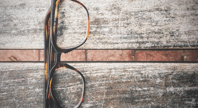 closeup-eyeglasses-.Calgary-AB-640x350-1