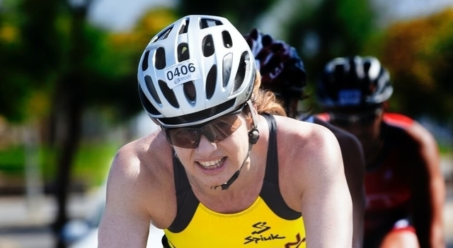 woman cycling 6401.jpg