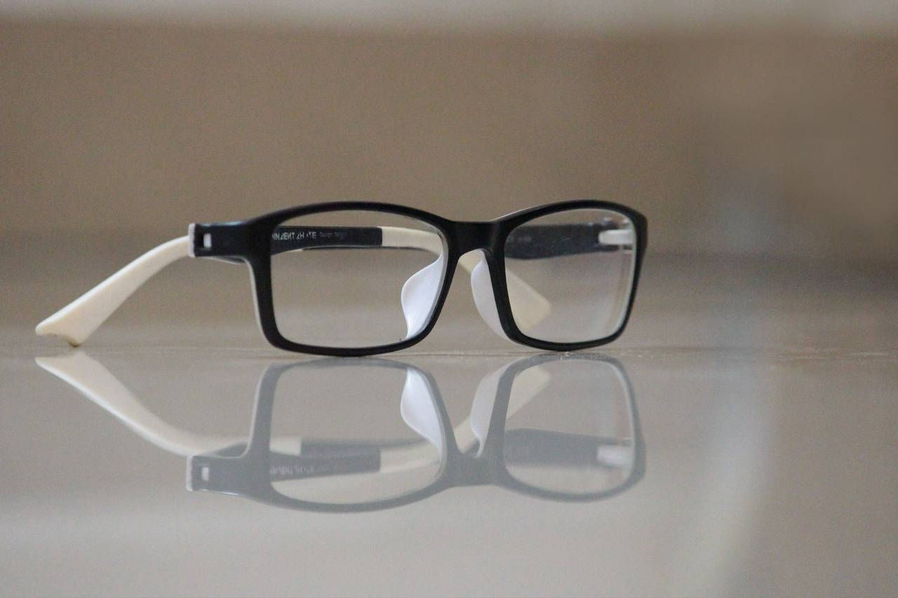 Glasses-and-Reflection-1280x853