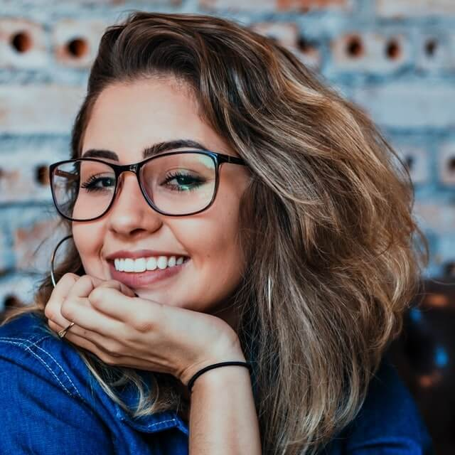 girl-smiling-wearing-eyeglasses-640