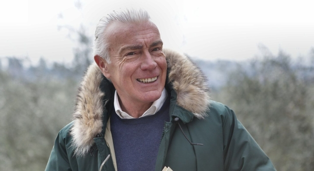 senior man grey hair outdoors 640.jpg