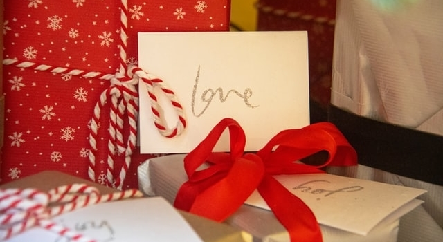 holiday-gifts-640