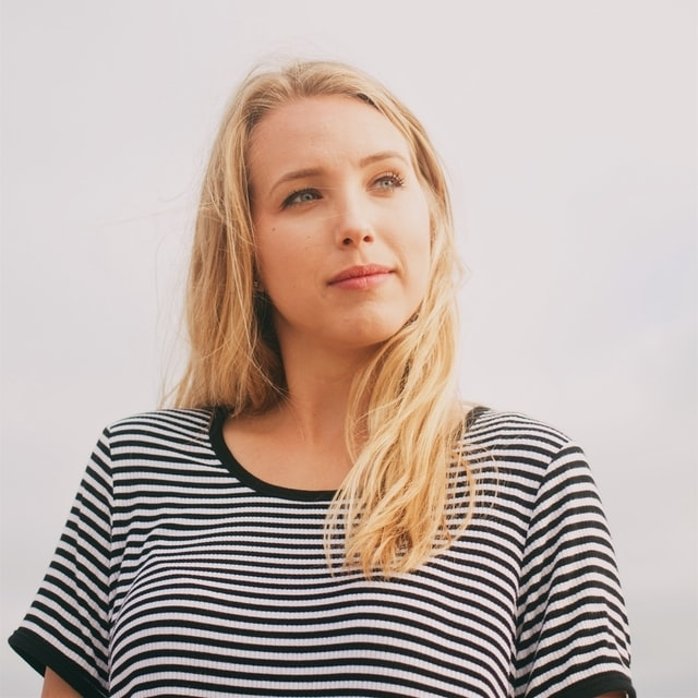 blond-woman-thinking-640