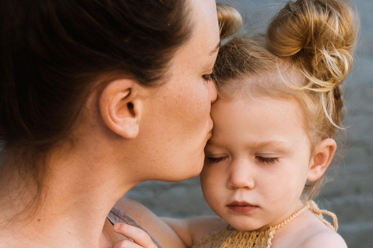 Mother Kissing Female Child 1280×853