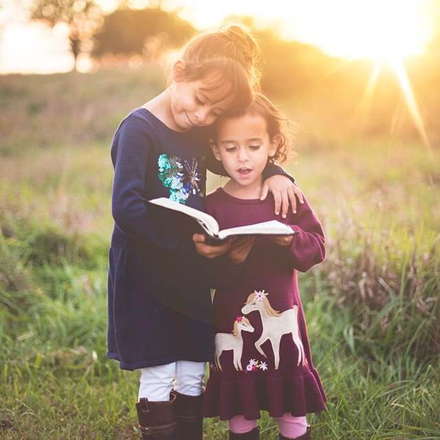 girls reading sunshine 640