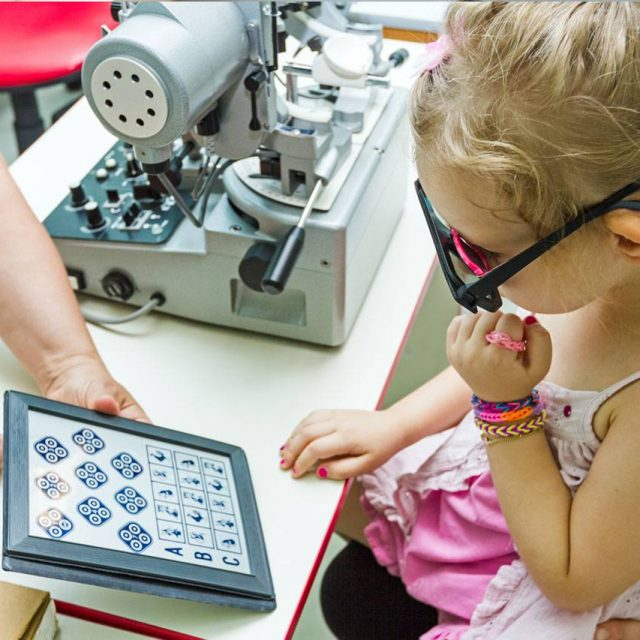 Young Girl Child Eye Exam 1280x853 640x640