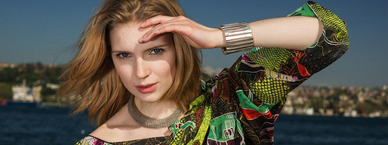 Woman wearing contact lenses in the sun | San Jose Contact Lenses