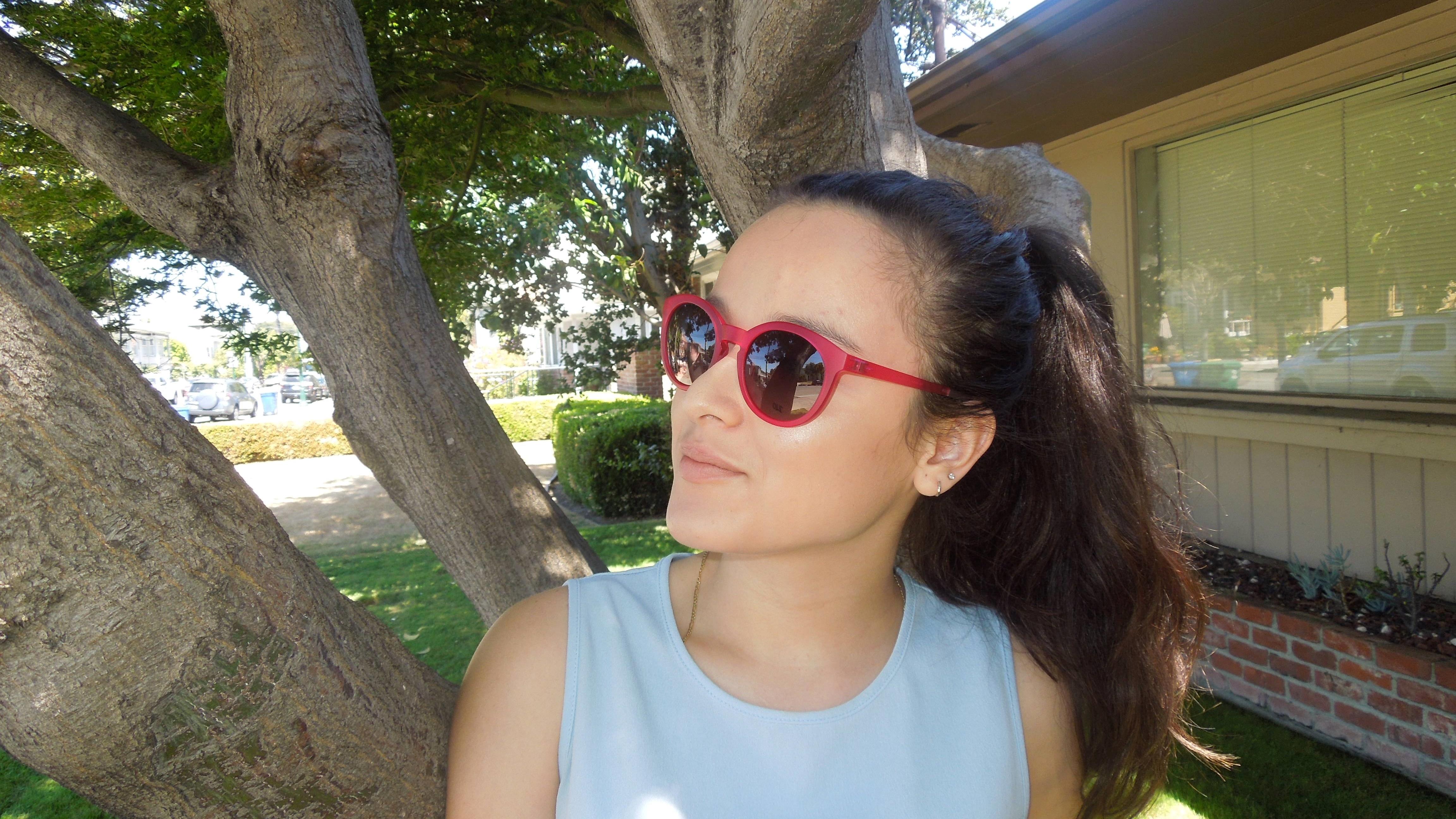 girl-modeling-red-sunglasses