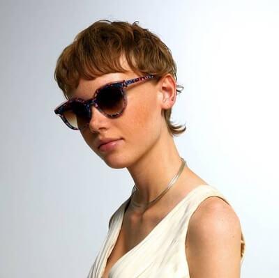 woman wearing woow sunglasses