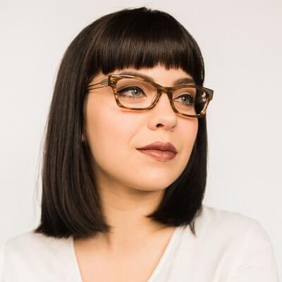 woman wearing ogi eyeglasses 400×400
