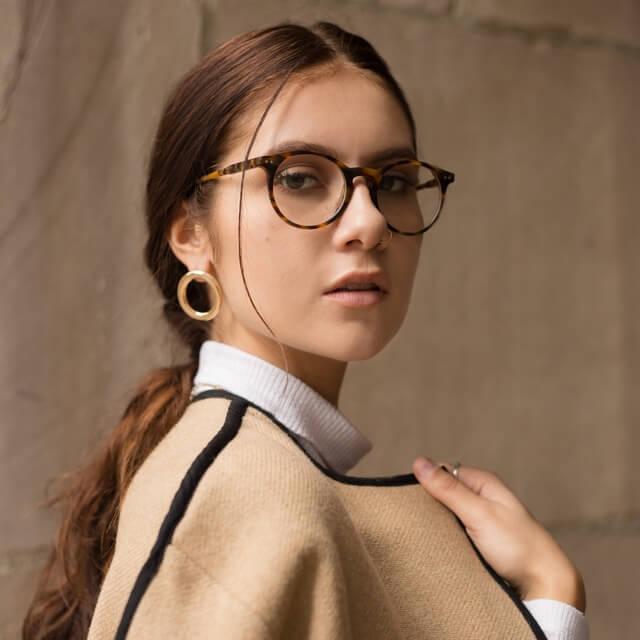 girl-wearing-round-eyewear-640