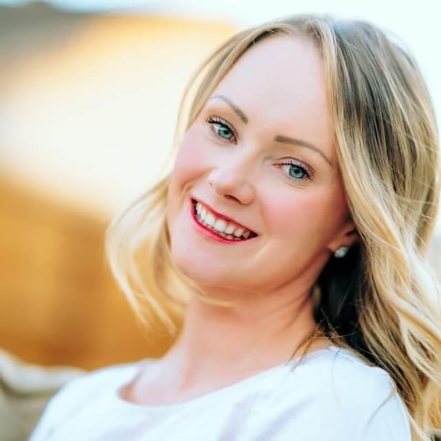 happy-blond-blue-eyed-woman-640