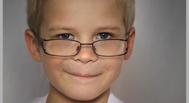 smart-boy-use-eyeglasses-eye-exam-near-me.-Westerville-OH-640x350-1