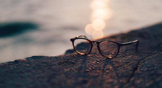 Eyeglass-on-surface-eyeglasses-near-me.Lewis-Center-OH-640x350-1