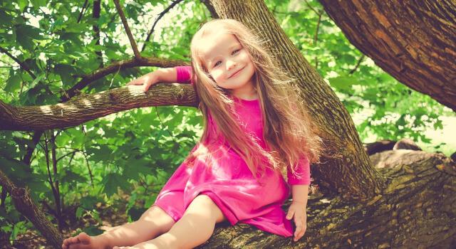 kid-at-tree-pediatric-eye-care-Lewis-Center-OH-.640x350