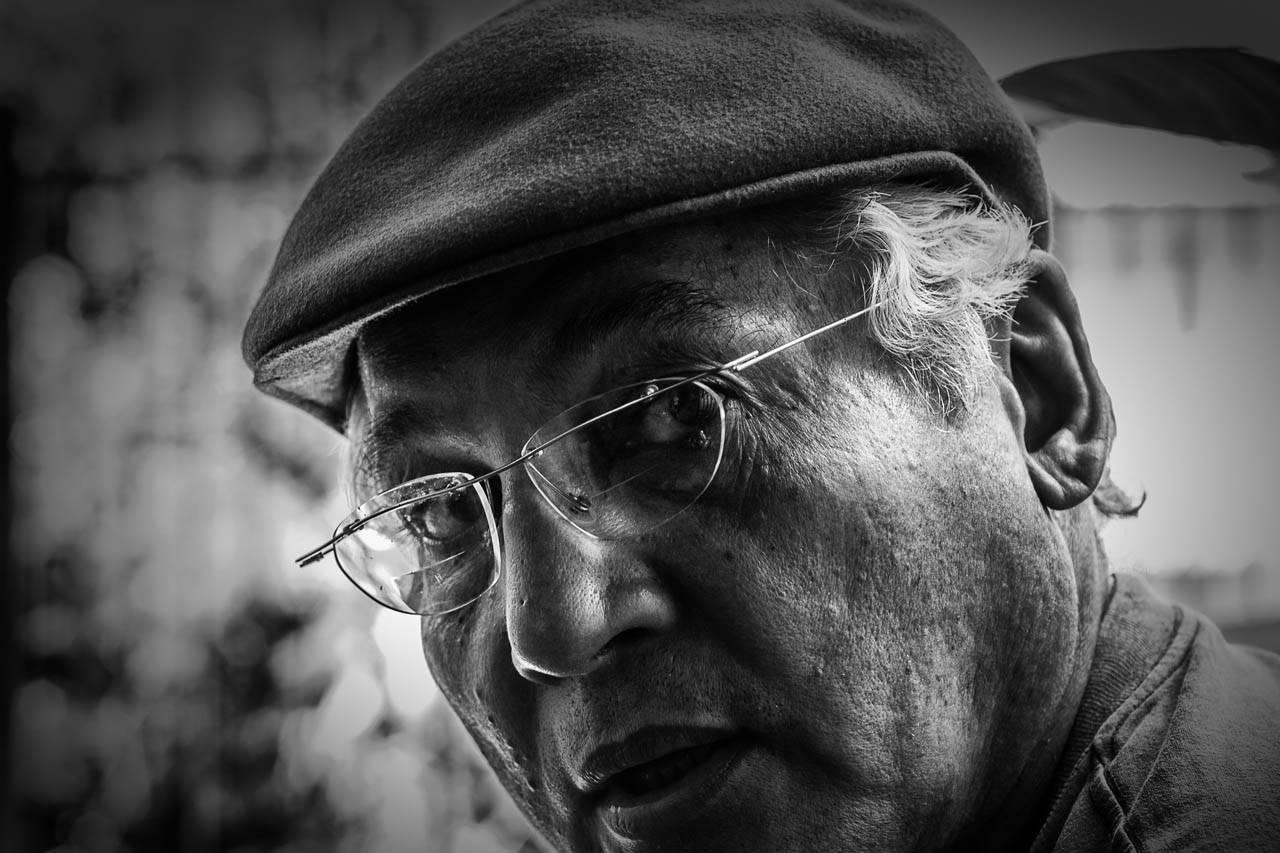 glasses senior man hat bw 853 1280×853