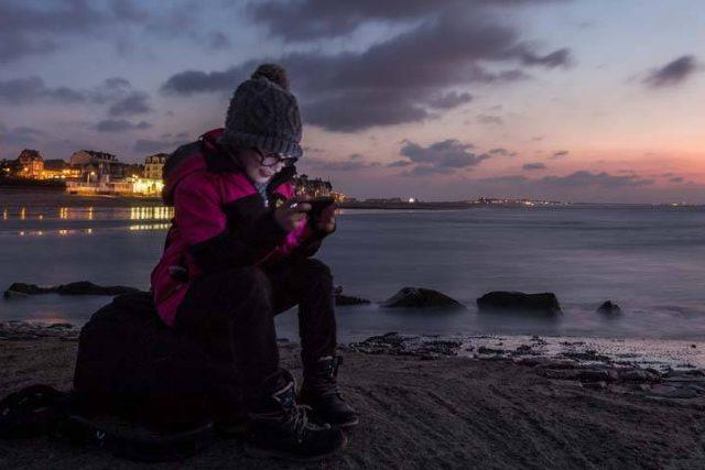 Girl Sitting Sunset Texting 1280x480 640x427