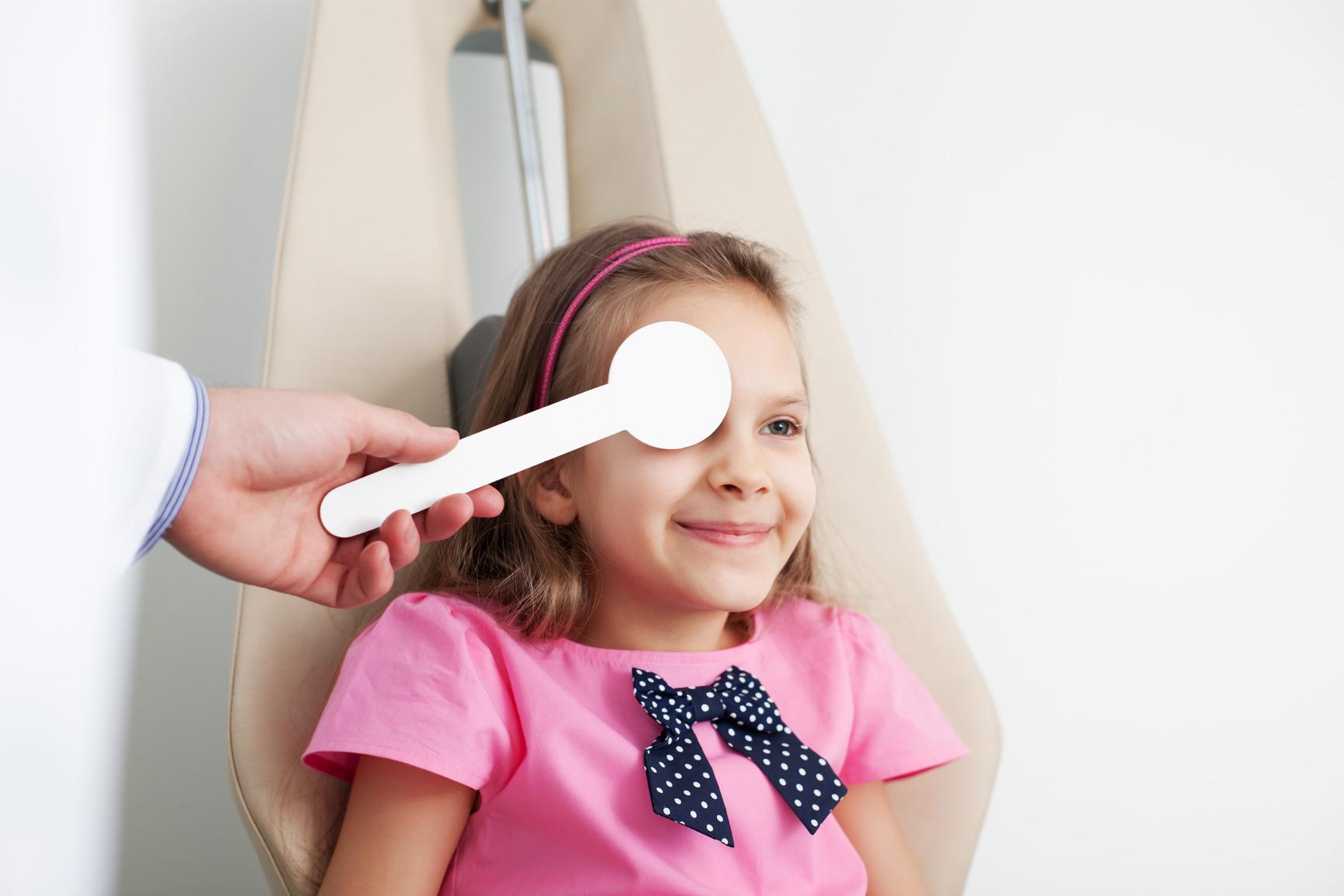 photodune-4779448-young-girl-is-having-eye-exam-m