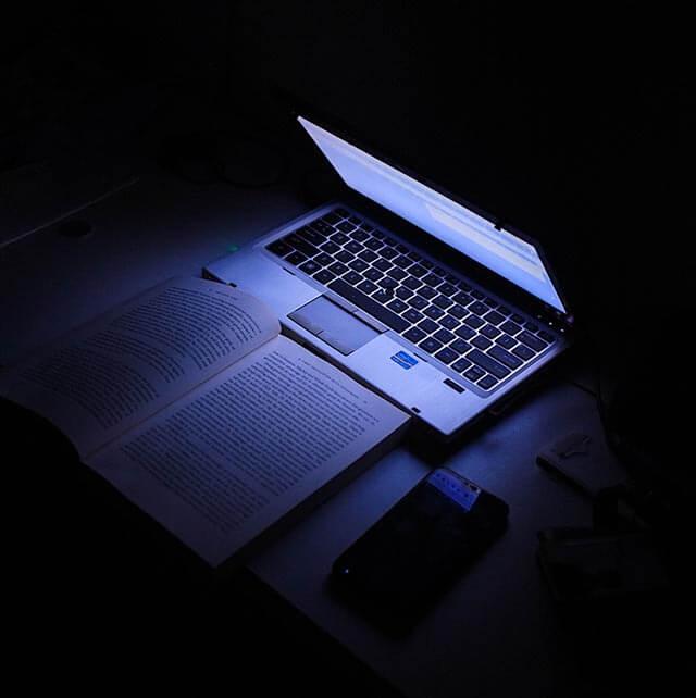 blue light computer 640 min