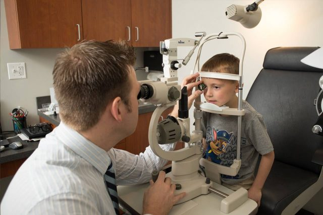Eye doctor, pediatric eye examin St. Charles, Missouri
