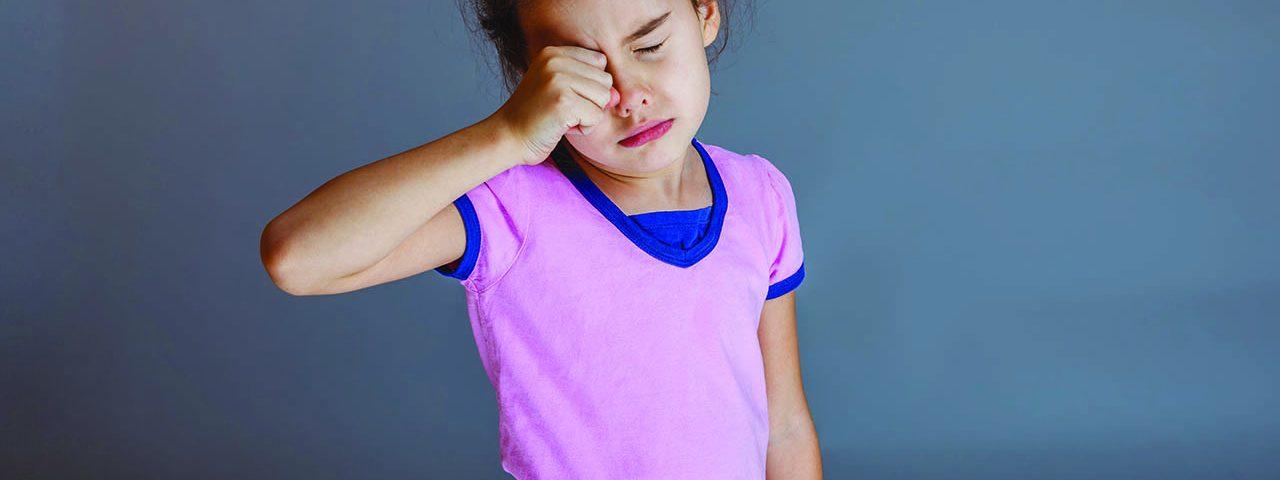 pink eye girl rubbing1280x853 1280x480