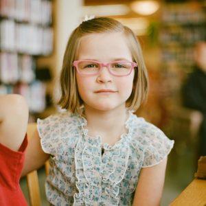 girl grinning glasses_640 300x300