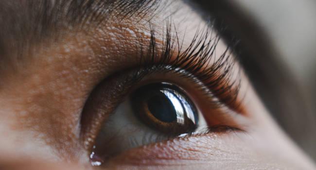 Optometrist-Treatment-of-Eyelid-Pain-from-Stye-650x350