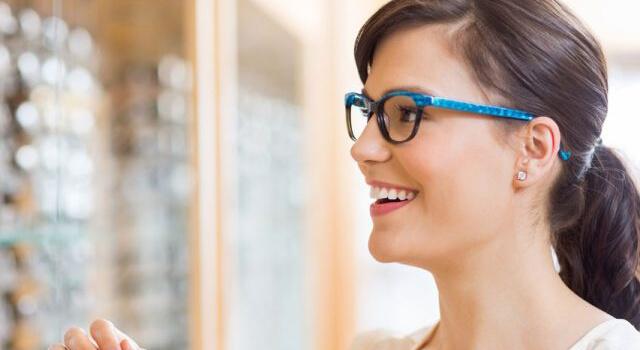 girl brunette glasses store blog