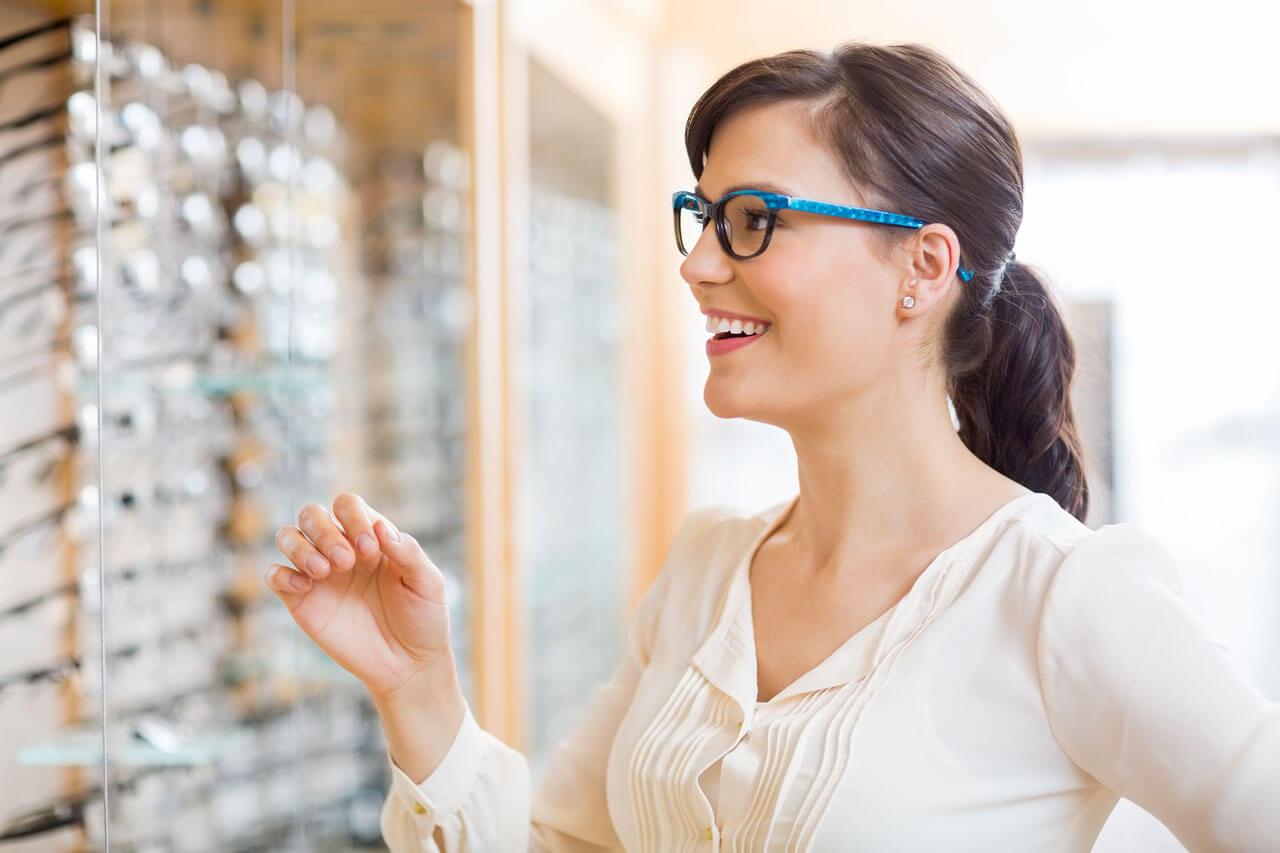 girl brunette glasses store 1280