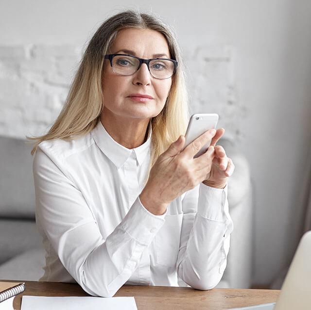 Senior-Woman-Attractive-w-Phone_640