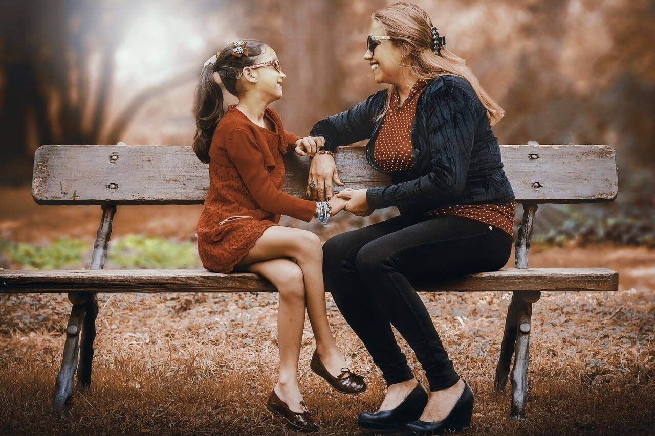 mother-daughter-bench-park_1280x853