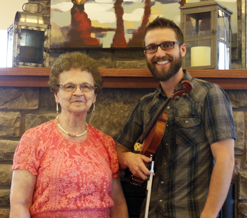 Edgewood Vista Mandan Hosts Special Musical Guest