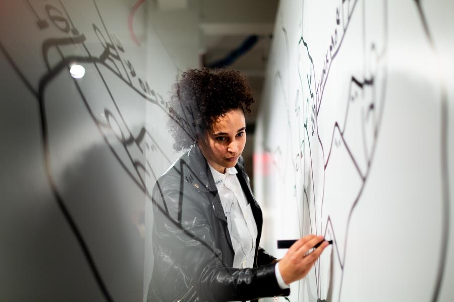 Artist and graphic designer Shantell Martin at her performance drawing at the 1stdibs Gallery in New York this past March. Martin is a keynote speaker at ASID's Leadership Experience in July.