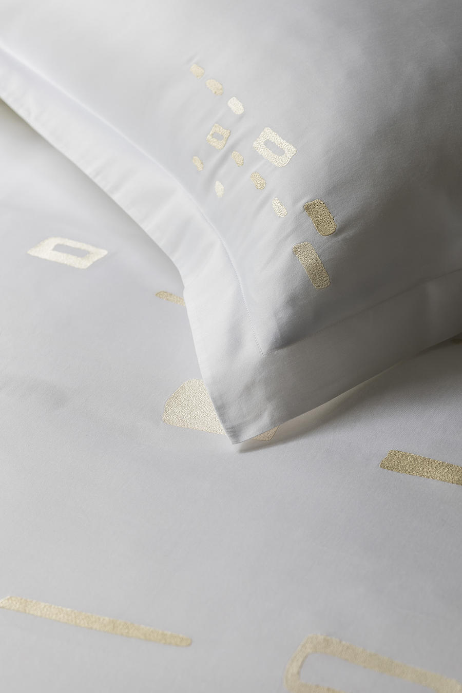 The Rocks bedding in Bronze from Baea's Collection line