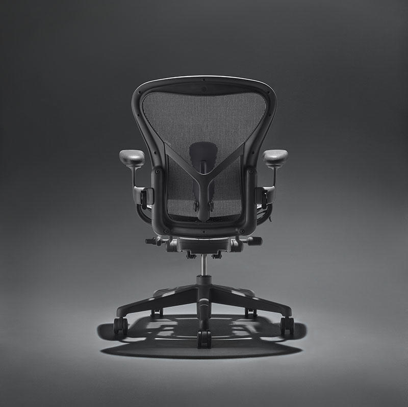 The Aeron in Onyx Ultra Matte contains 2.5 pounds of ocean-bound plastic