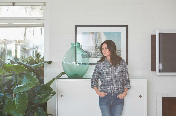 Courteney Cox debuts sale on OKL